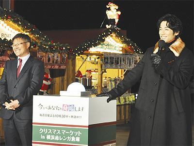 点灯式に訪れたディーンさんと上松瀬社長(左)