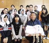 自治会に手作り頭巾贈呈