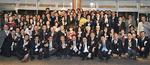懇親会にはクレイジーケンバンドの横山剣さん=写真中央=も登場。会員相互に親睦を深めた