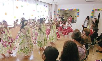 子どもたちのフラダンスも