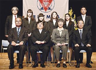奨学生4人と伊坂会長ら