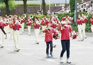 初夏の横浜を行進