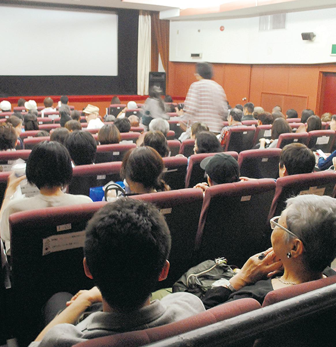 最後の作品となった『ヨコハマメリー』の上映を待つ来場者たち。当日販売だったが昼過ぎには118席が完売した
