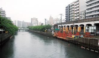会場となる大岡川(右が桜桟橋)