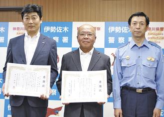 左から木下支店長、江口さん、和智署長