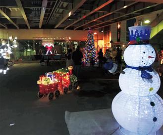 桁下広場を彩るイルミネーション。12月25日まで点灯される