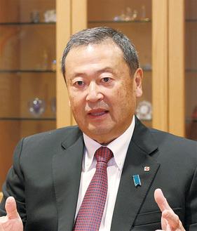 横浜中華街について語る高橋理事長