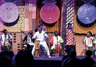 アフリカ音楽のライブパフォーマンスも(過去開催時)