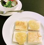 〆にもおすすめ「ラクレットチーズサンド」=写真はハーフサイズ
