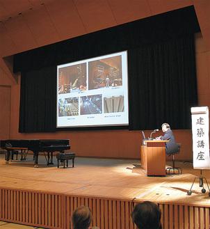 内覧会では前川建築設計事務所の橋本功所長による建築講座も行われた