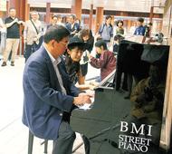 馬車道駅にもピアノ設置