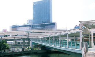 「横浜駅ポートサイド人道橋」