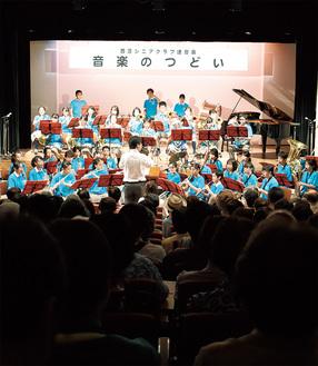 総勢約50人で参加した老松中学校の吹奏楽部