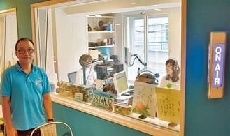 本格的なスタジオ。左は笹原代表