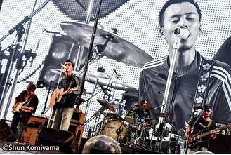 2013年1月に神奈川県で結成されたロックバンド。YONCE(Vo)、HSU(Ba)、OK(Dr)、TAIKING(Gt)、KCEE(Dj)、TAIHEI(Key)の6人編成のグループ。昨年末には第69回紅白歌合戦に出場。2019年は45,000人を動員した全国アリーナツアーを完走。