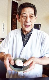 田邊屋の「ラグビーボール饅頭」も出品