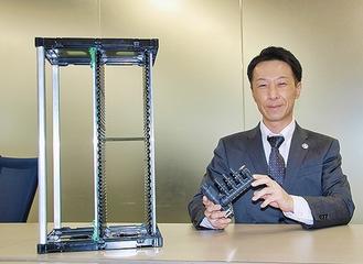 環境に配慮した製品を持つ神田室長