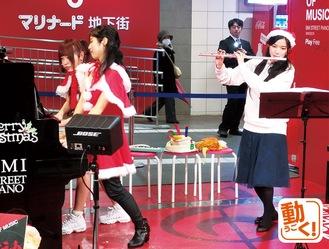 オリジナル曲を披露した「風神雷神」(左)とCocoさん。駅チカライブは「アート市」にあわせて偶数月の第一土日に行われる予定
