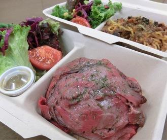 牧草牛のローストビーフ丼(980円)とミートソースパスタ(1000円)