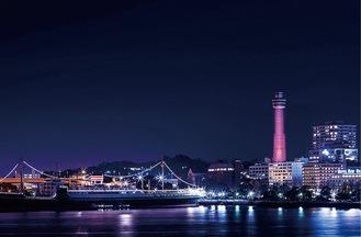 ライトアップされる横浜マリンタワー