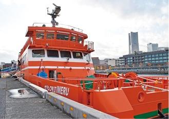 海上防災基地内のふ頭に停泊した「ガリンコ号III」