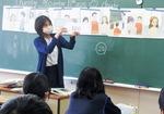 授業を展開する榎本教諭(同校)