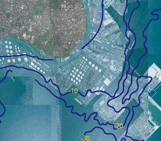 昭和21年当時の海底地形と現在の南本牧ふ頭を合成(数字は水深)