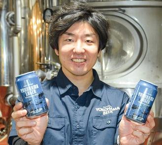 念願の缶ビールを手に笑顔を見せる同社の横内さん