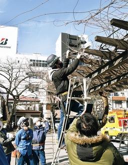 浜松町公園で行われた講習会=2月10日