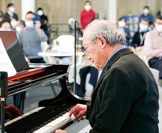 本番は緊張しながらも憧れのグランドピアノで『きらきら星』を演奏した鈴木さん