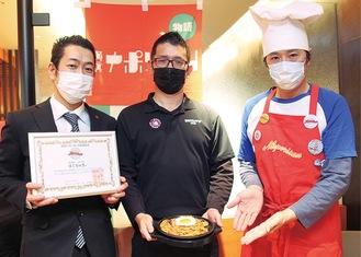 田中会長(右)と同店関係者