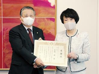 岩堀会長(左)と林市長