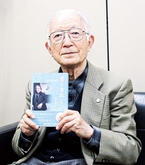 『妻を看取る』を発行した青木さん