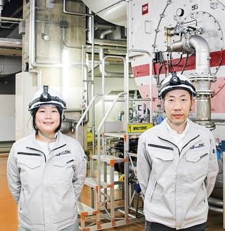 設備導入を担う内田さん(右)、堤さん