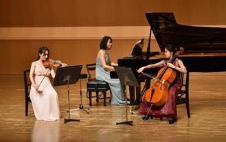 演奏を披露した3人の奏者