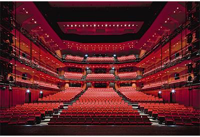 神奈川芸術劇場が開館