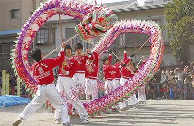 春節彩る龍の舞