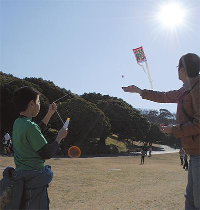 新春の空に凧悠々