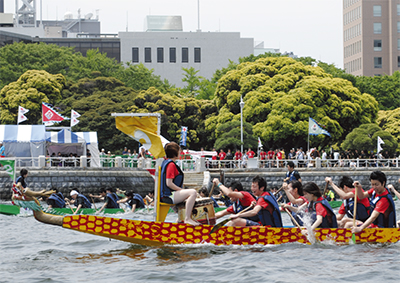 横浜港で白熱のレース