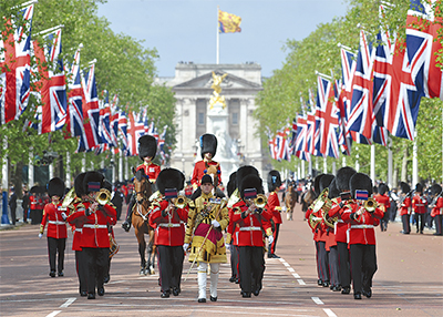 英国軍楽隊が初パレード