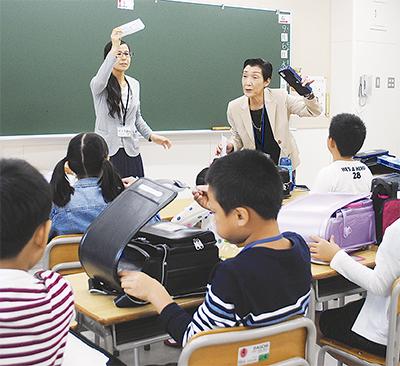 最初の授業では持ち物を日本語で確認