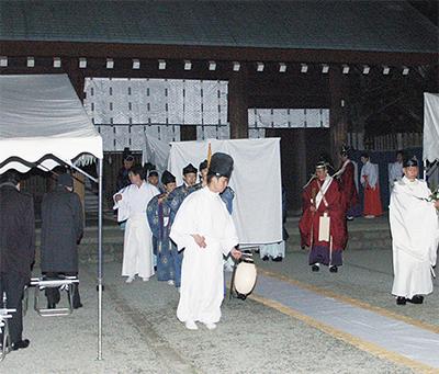 本殿造営へ仮遷座祭