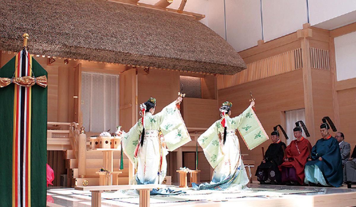 神楽殿で例祭