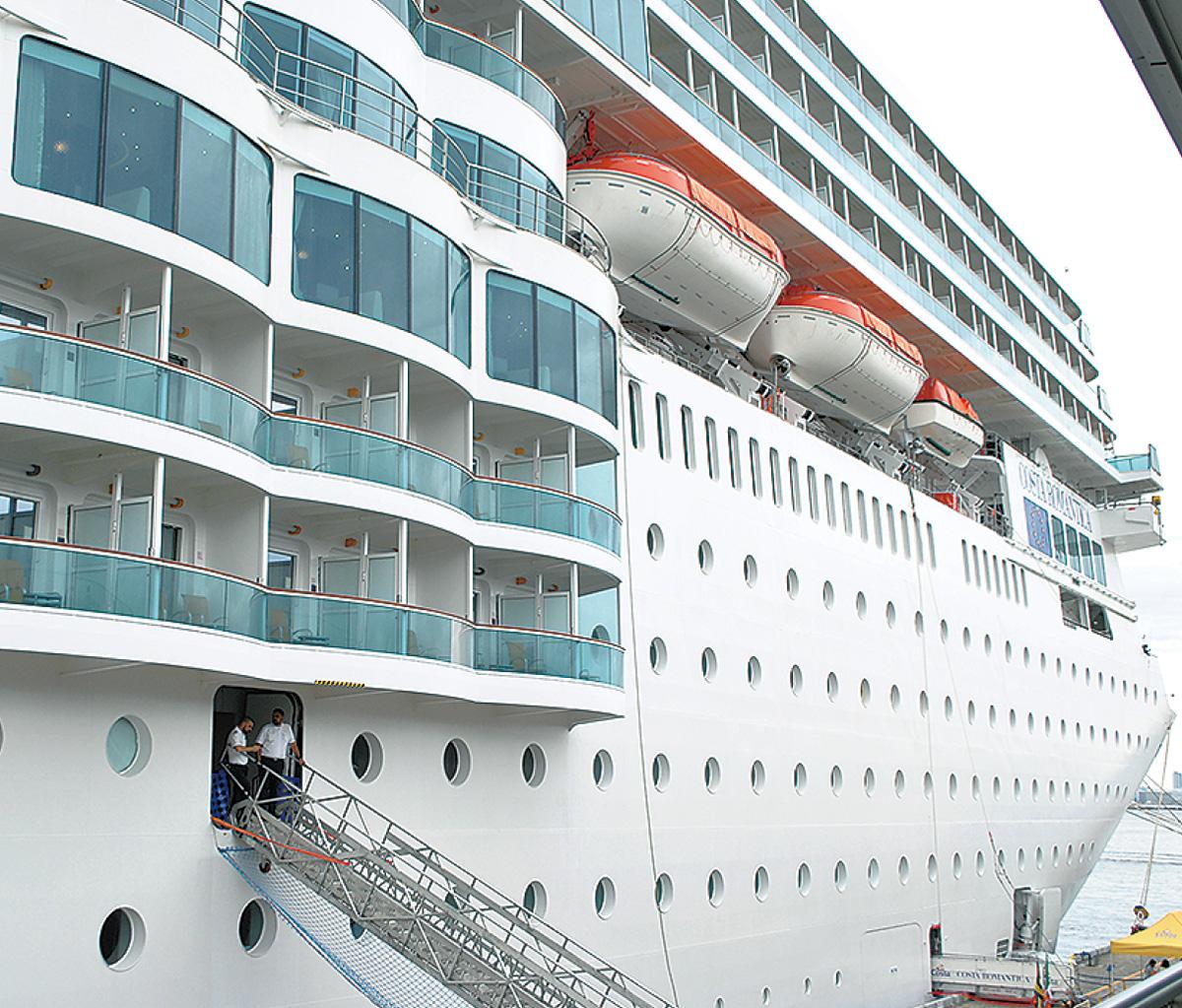 イタリア豪華客船が初入港