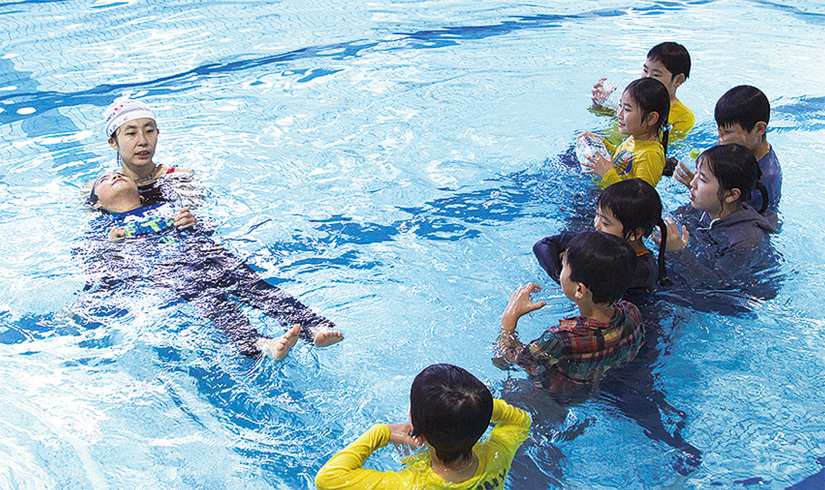 着衣泳を体験