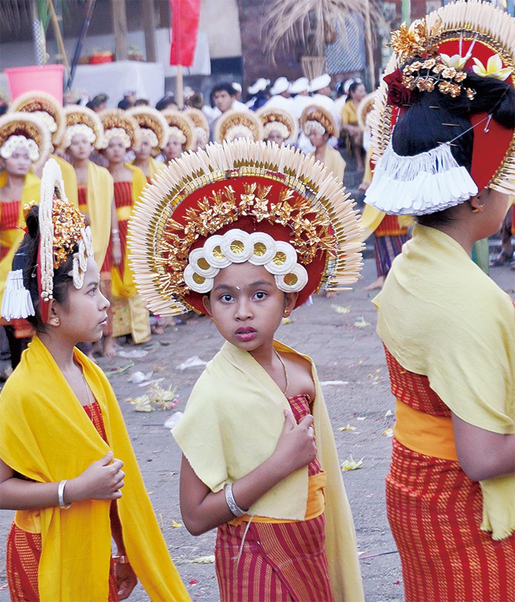 バリの伝統衣装を展示