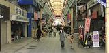 多くの店舗が停電した弘明寺商店街(11日、午後5時ごろ)