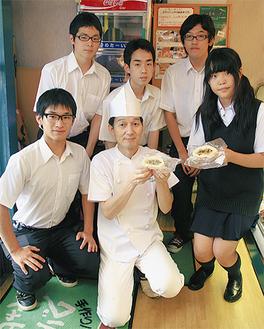 共同で商品を作った鈴木さん(前列中央)とY校生