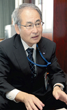 インタビューに答える青井区長