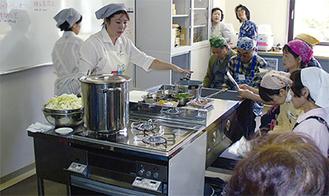 新しいコンロを使って行われた料理体験会